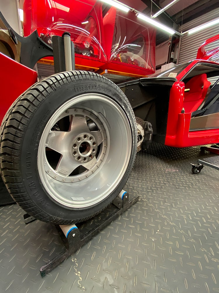 Ferrari F40 wheels detailing